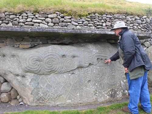 newgrange curb stone